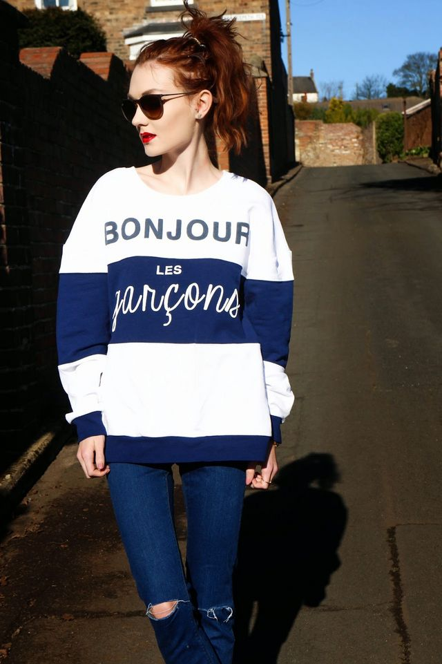 3e4463c35931 SWEATSHIRT  RIVER ISLAND   SKINNY RIPPED JEANS  ASOS   TRAINERS  ZARA     RAY BAN ERIKAS  C O SUNGLASSES SHOP Bonjour! You may have seen this jumper  in one ...
