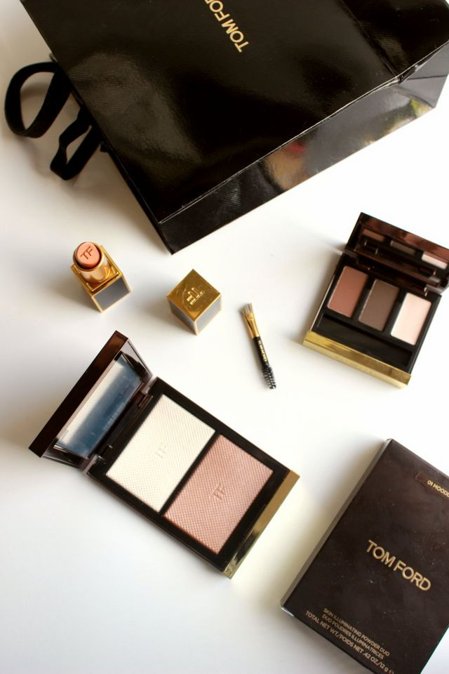 tom ford skin illuminating powder duo review the sunday. Black Bedroom Furniture Sets. Home Design Ideas