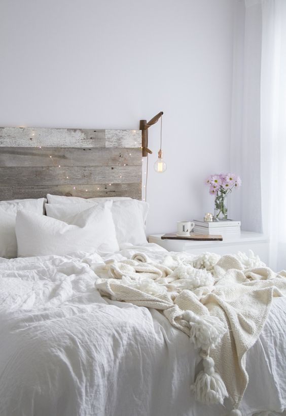 This Bedroom Suggests Subtle Romance The White Sheets Look Comfortable Intimate And Calm Roses So Chic Simple Light Set A Very Seductive