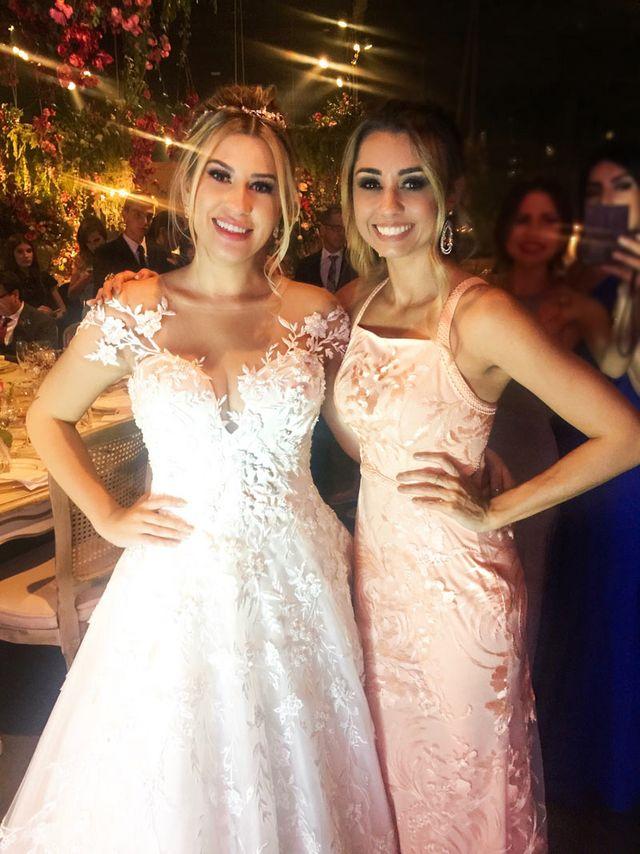 a600b8bbc Niina, a noiva mais princesa que já vi, estava impecavelmente linda,  maquiagem perfeita, cabelo perfeito e vestido tão lindo, que era a cara  dela! <3