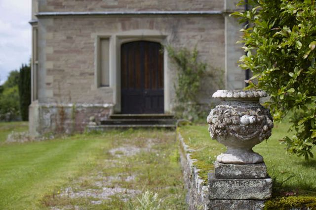 Landscaping: 8 Ideas to Add Antiques Artfully to Any Garden ...
