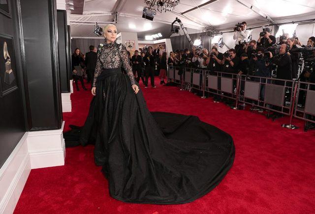 """c9aaeefd157 Dando continuidade à temporada de red carpets nesse domingo foi a vez do  Grammy! Após anos sendo realizado em Los Angeles o """"Oscar da música"""" voltou  a Nova ..."""