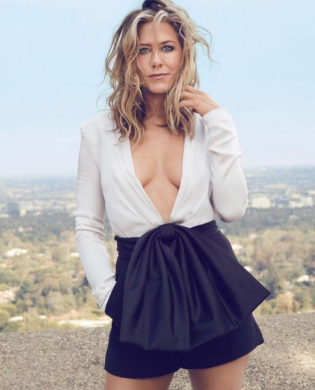 1a7cf8cd4a Jennifer Aniston s Hairstylist Reveals the  2 Secret Behind Her ...