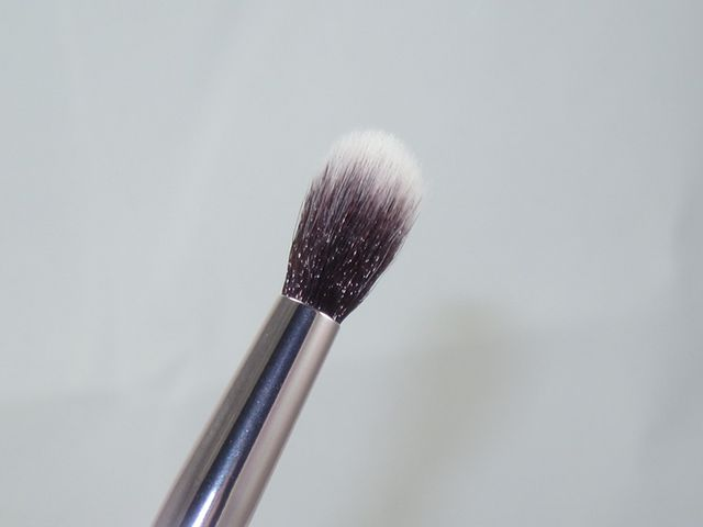 83930f3a2032 The handles are light but sturdy and feature an ombre design that flatters  the makeup bag. The bristles of the brushes are very soft with no shedding  but ...