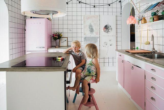 Smeg Kühlschrank Knallt : Heute sind wir bei familie ottosson in malmö zu gast. die haben