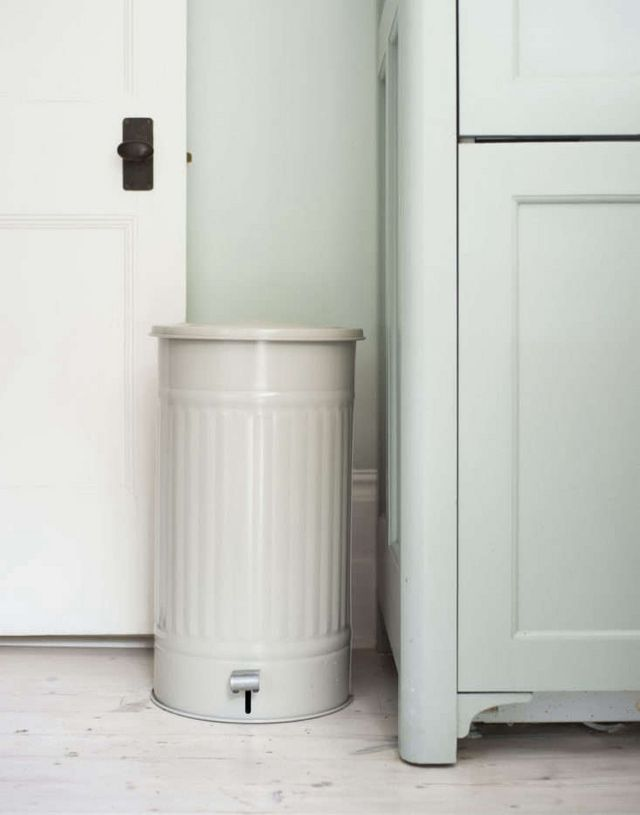 """6ec50c8f83 Above: """"My pedal bin is from Garden Trading,"""" Michelle told us, adding that  sadly, it's been discontinued in soft gray, a near perfect match for the  Farrow ..."""
