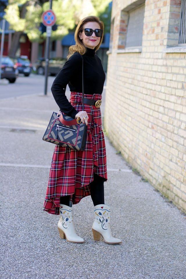 Plaid ruffled skirt and Fendi Runaway Logo bag  56134c106364