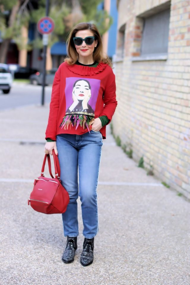 Feathers trend for Spring Summer 2018  sweatshirt outfit  32d63d62699