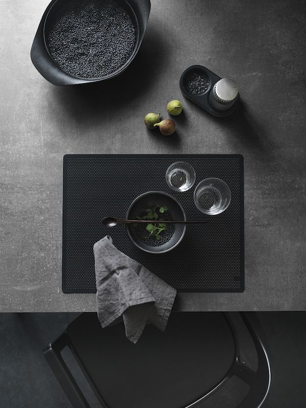 A black table setting | VIPP | Vosgesparis | Bloglovin\'