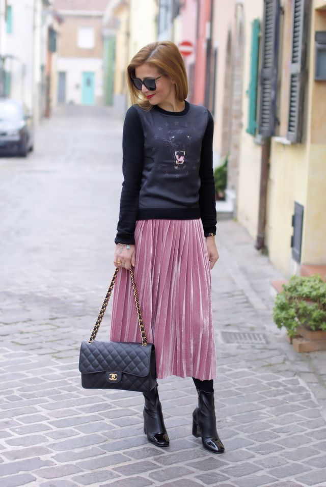 d7065ed4a8ae How to wear a pink pleated velour skirt