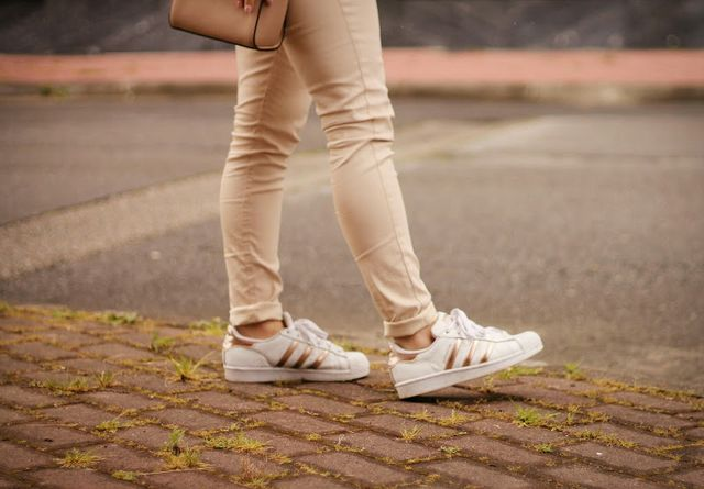 adidas superstar rose gold outfit