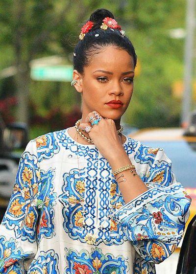 ac920d498 Sin embargo, el éxito de Rihanna ha traspasado lo meramente musical y hoy  es considerada como un referente en muchos otros ámbitos.