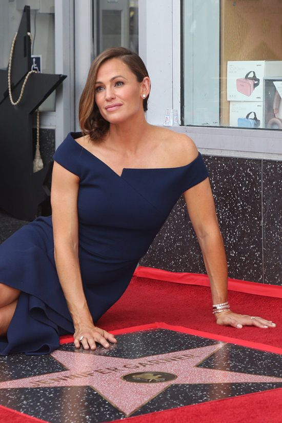 0aef5789250 Jennifer Garner Stays On Brand As She's Honored with Star on The ...