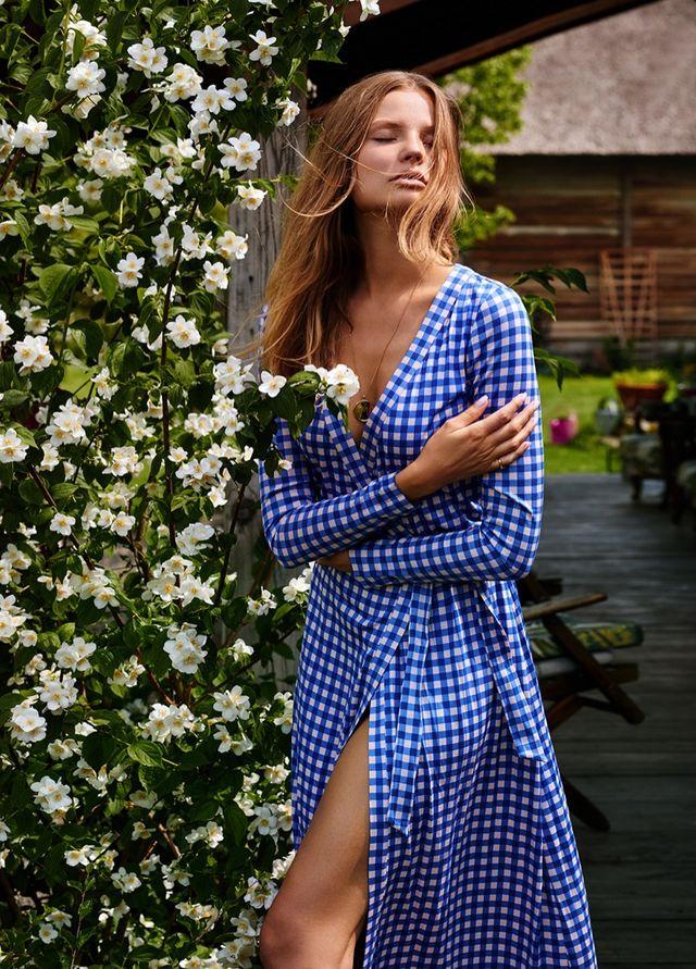 e58f66480845e Magdalena Frackowiak Embraces Effortlessly Glam Looks in ELLE Poland ...