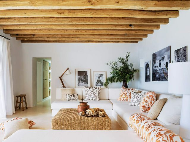 The decoration is now characterized by white and natural without forgetting a certain chic photo andreas von einsiedel