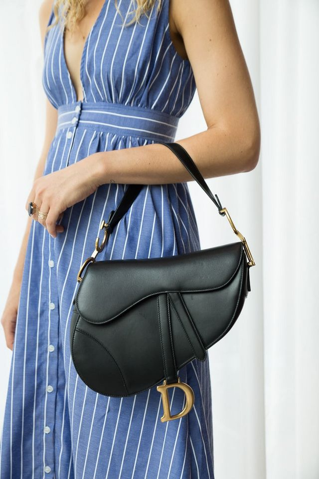 e4181541a647 While it's clear that logo love is back, I was drawn to the leather  versions this time around, versus the logo fabric saddle bags. The medium  saddle bag in ...