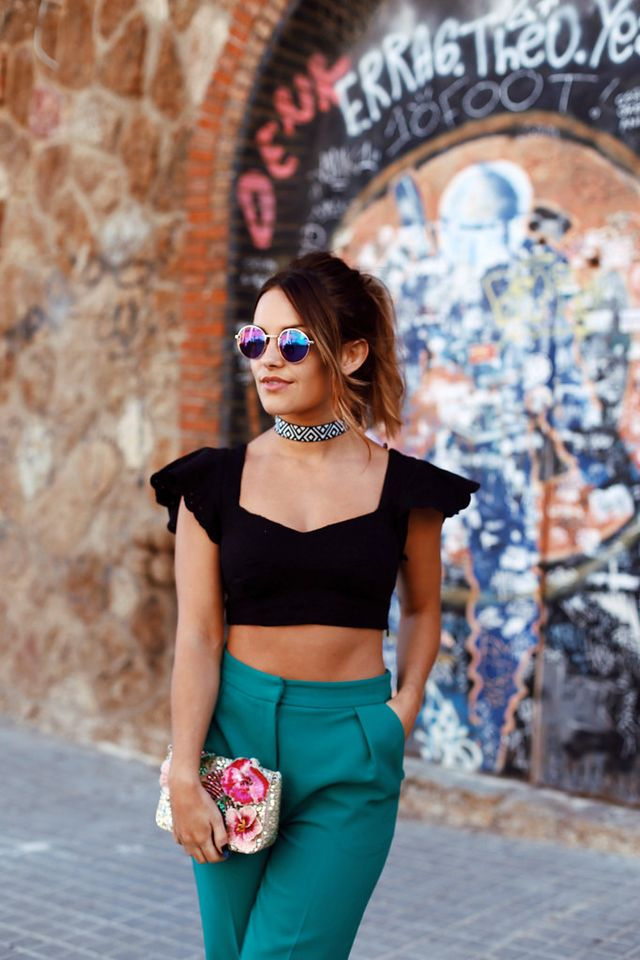 1a26cce4c4 ACCESSORIZE espadrills, striped choker (only £8!), sequin bag and round  sunglasses | TOPSHOP green trousers | Bershka cropped black top