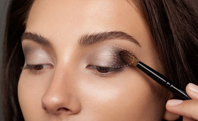 cb4d0f57501 Start by using a flat eye shadow brush, such as Wayne Goss Brush 18, to pat  the Luxury Palette's Prime shade across the lid.