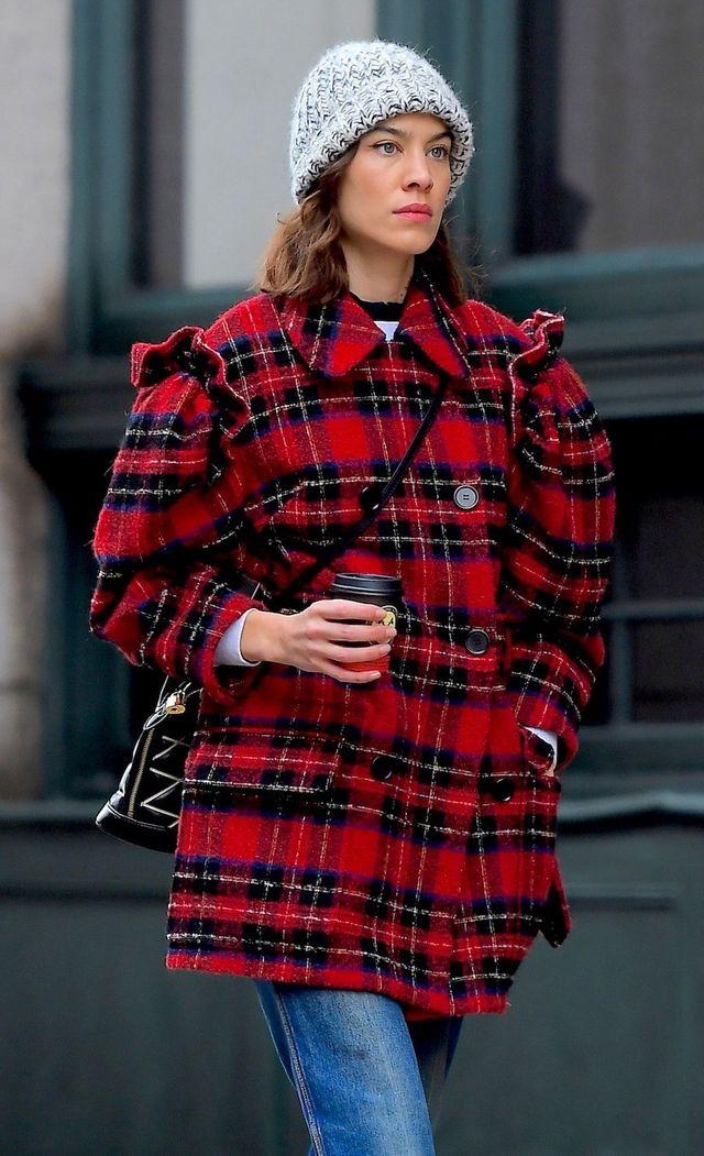 70b30beaa1 Alexa Chung es y será la it girl británica por excelencia. La que nos  enamoró hace más de una década con su estilo londinense ahora vuelve para  inspirarnos ...