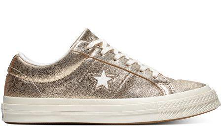 f94860e6 Las zapatillas One Star Metallic Leather Low Top están confeccionadas en  cuero con acabado metalizado en color dorado. Lleva detalle de estrella en  el ...