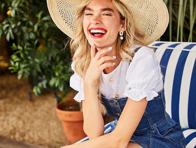1d84349b0e1 Por ello se ha querido adelantar a lo que ya anticipamos sería la moda del  futuro: la personalización. Si Zara ofrece vaqueros bordados ...