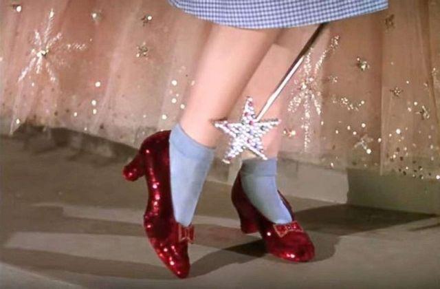 f9916a0a8415b El FBI recupera los zapatos de rubí de Dorothy en «El mago de Oz» después  de 13 años desaparecidos