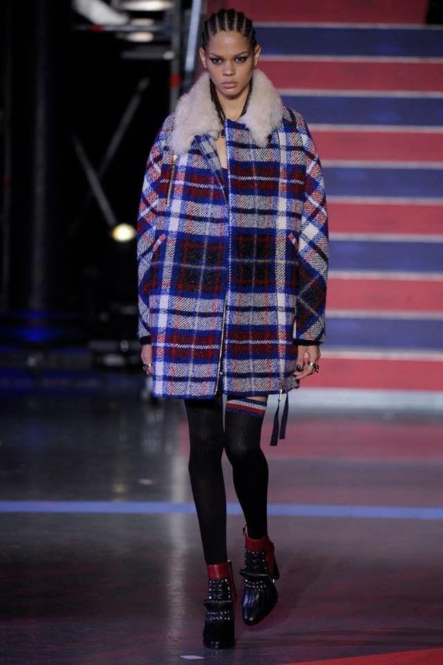 Gigi Hadid protagonista del circo de Tommy Hilfiger | Trendencias ...