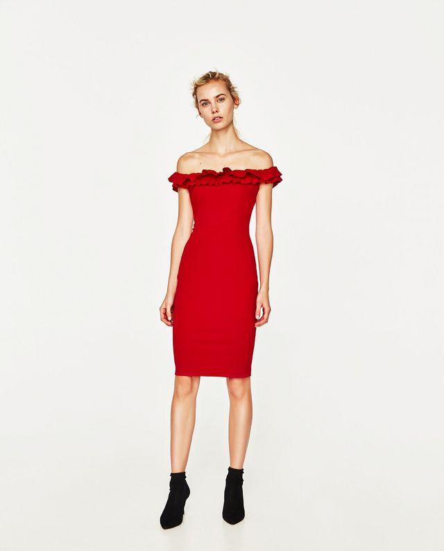 72c5e149a Corte clásico y look elegante son las premisas de vestido nude con cintura  negra a modo de lazo. Un femenino diseño de Coosy cuyo precio es de 120  euros.