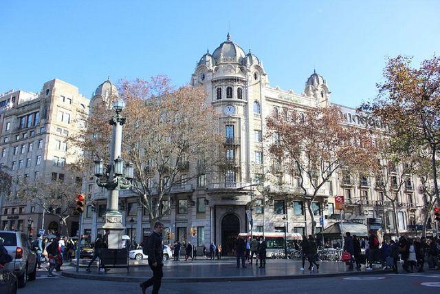 83480c576e Primark llega al centro de Barcelona con un establecimiento en Las Ramblas  al estilo de la macrotienda de la Gran Vía de Madrid