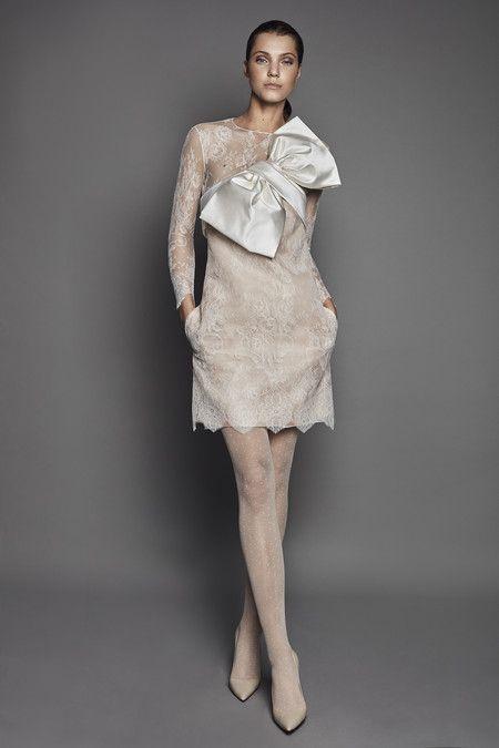 1fc9d6498 19 vestidos de novia cortos para dar el sí quiero con un look ...