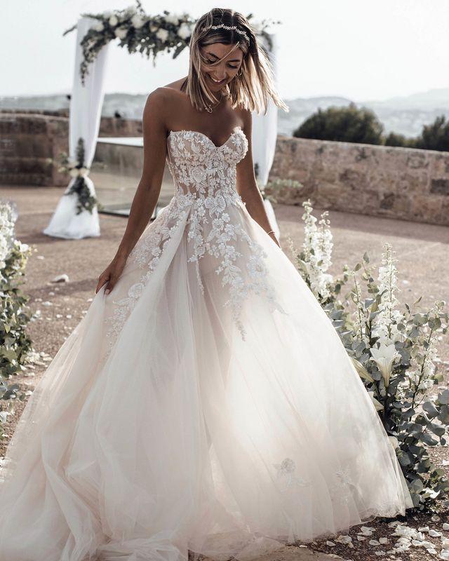 e68f45d1f8 Estos son los vestidos de novia estilo princesa que las bloggers han  llevado en su gran día (y podrían inspirarte)