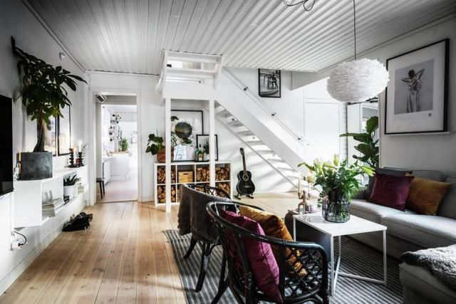 The decoration is warm not too neutral with just the right amount of colours and makes this house a real welcoming cocoon in the cold swedish winter
