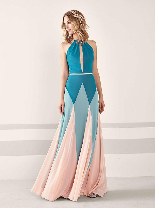 7220ef33b ... que este año su colección destaca por la gran cantidad de detalles que  han incluido en sus diseños. Vas a poder encontrar un montón de vestidos  muy top.