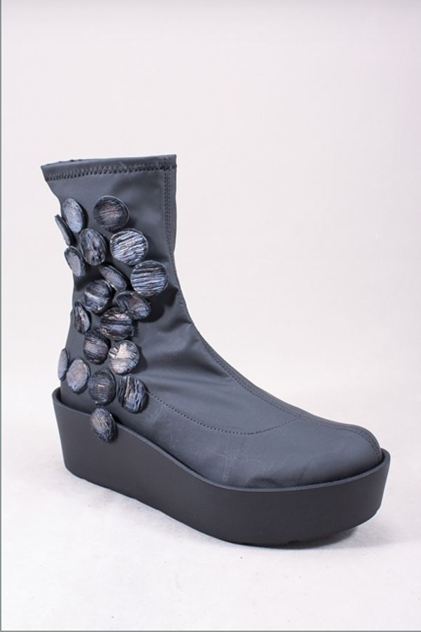 f4c7101f8cc2c Their footwear brands include Trippens, Fly London, Papucei, and Uma.