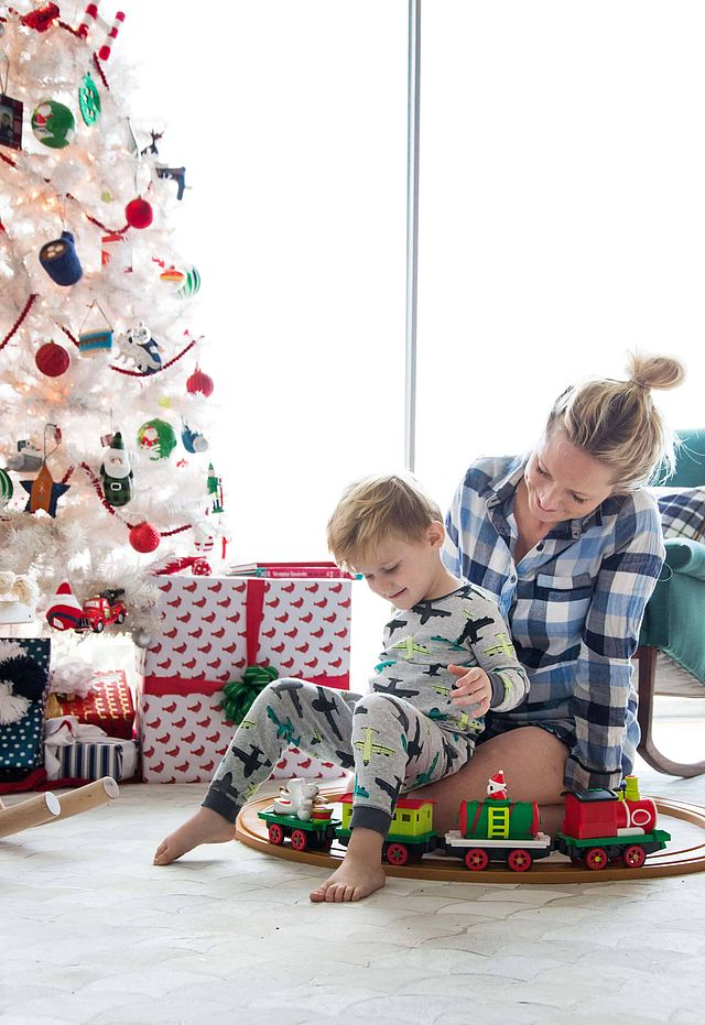 8e6ad88a23212 Decorating For The Holidays – Family Friendly Style | Emily ...